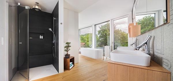 Grosse Fenster Ermoglichen Helligkeit Im Japan Bad